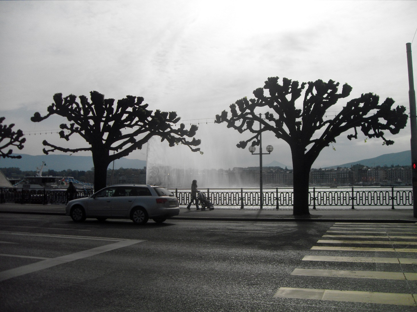 View of Jet d'Eau while crossing the street